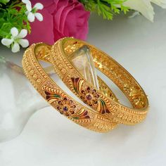 Owing to Marathi religious & traditional value, we offer exquisite range of latest designs for Indian traditional gold diamond jewellery, maharashtrian wedding / bridal ornaments and designer Indian jewellery. Gold Ring Designs, Gold Bangles Design, Gold Earrings Designs, Gold Jewellery Design, Plain Gold Bangles, Gold Jhumka Earrings, Gold Jewelry Simple, Bangle Set, Bridal Jewelry