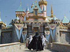 Darth Vader, de Star Wars, sai do castelo da Disney em filme da marca, que adquiriu a Lucasfim.