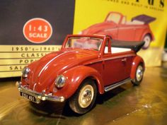 Red Vanguards -   Vanguards 1:43 -   VW Beetle Cabriolet,VA2000, red.