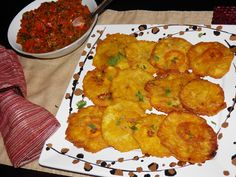 Patacones Con Guiso - columbian dish