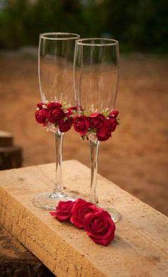 Copas de boda románticas decoradas con rosas