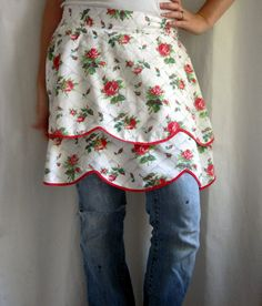 Love this vintage apron. Double layer fabric with rick rack would be great project!!