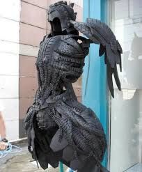 Old tires are good for sculpture and wearable armor Steampunk Accessoires, Tire Art, Arte Fashion, Recycling, Reuse Recycle, Culture Art, Used Tires, Spare Tires, Fantasy Armor