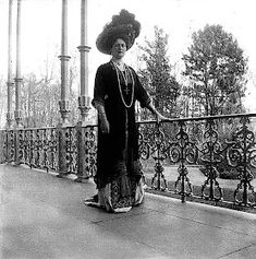 Alexandra Feodorovna, Victoria And Albert, Queen Victoria, Familia Romanov, Anastasia Romanov, Hobble Skirt, Grand Duchess Olga, Tsar Nicholas Ii, Historical Women