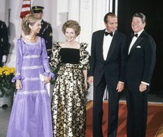 With Spanish King Juan Carlos and Queen Sofia, at the White House in Nancy Reagan, Ronald Reagan, Spanish King, Us First Lady, Bridesmaid Dresses, Prom Dresses, Red Suit, Lady In Red, Ball Gowns