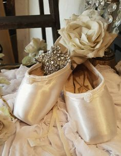 Pre-Vintage Ballet Pointe Shoes by Freed of London Ivory Satin w/White Roses~Shabby & Chic