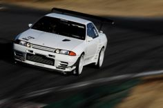 MELVIS HKS POWERS built R32 GT-R on the maximum attack.. Nissan Skyline Gtr R32, Retro Pictures, Nissan Infiniti, Import Cars, Jdm Cars, Car Manufacturers, Better Life, Cool Cars, Super Cars