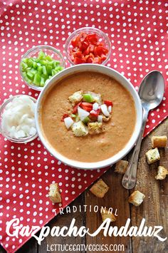 This recipe for Traditional Gazpacho Andaluz, is a cold refreshing way to beat the heat in the summer, and has so many health benefits! Beat The Heat, Foods To Eat, Cheeseburger Chowder, Lettuce, Health Benefits, Stew, Soup Recipes, Salads, Veggies