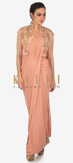 39 Ideas Party Outfit Fancy The Dress For 2019 Saree Gown, Saree Blouse, Chiffon Saree, Saree Designs Party Wear, Gown With Jacket, Sari Blouse Designs, Gown Pattern, Stylish Sarees, Indian Fashion Dresses