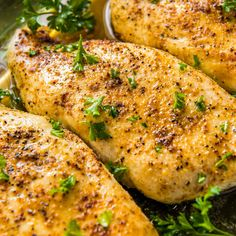 Learn how to make the most flavorful, tender and juicy easy baked chicken breasts - no more dry chicken! Five minutes prep and just 20 minutes in the oven! Juicy Baked Chicken, Baked Chicken Breast, Chicken Breasts, Creamy Chicken, Chicken Wings, Jalapeno Popper Dip, Oven Recipes, Chicken Recipes, Dinner Recipes