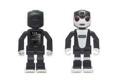robohon-sharp-smartphone-robot-proiettore