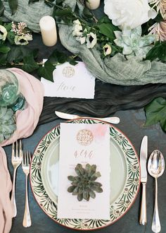 Sage Green and Blush Marble Place Setting    #placesetting #travel #wedding #italy #venice #destinationwedding