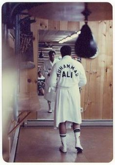 New sport quotes boxing muhammad ali IdeasYou can find Muhammad ali and more on our website.New sport quotes boxing muhammad ali Ideas Muhammad Ali Boxing, Muhammad Ali Quotes, Mohamed Ali, Boxing Workout Routine, Boxe Fight, Boxe Mma, Sports Illustrated, Boxing Images, Boxing Posters