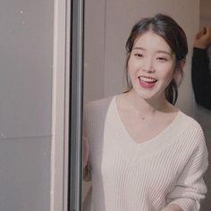 Iu Gif, Cute Animal Memes, Kim Sejeong, Bts Playlist, Iu Fashion, Kpop, Korean Actresses, Girl Crushes, Korean Girl