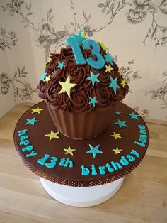 Chocolate Giant Cupcake, Chocolate Melting Wafers, Chocolate Fudge, Giant Cupcake Recipes, Giant Cupcake Cakes, Big Cupcake, Cupcake Party, School Cupcakes, Fondant