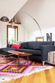A statementy rug adds color, pattern, and a little je ne sais quoi. Definitely ties the room together.