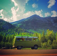 VW Bus on the road / Roadtrip vanlife