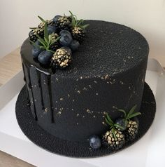 Chocolate Truffle Cake, Chocolate Truffles, Breakfast Photography, Beautiful Birthday Cakes, Cake Day, Birthday Cakes For Men, Cake Truffles, Buttercream Cake, Yummy Cakes