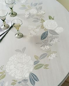 Garden-Print Stenciled Tabletop Hand-painted dainty blossoms, colossal peonies, and greenery entwine to form this pleasing tabletop wreath. Stencil Table Top, Stenciled Table, Furniture Projects, Diy Furniture, Diy Projects, Furniture Refinishing, Painted Table Tops, Table Top Design, Stencil Painting