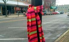 Si vous voyez des écharpes attachées à des poteaux près de votre maison, voici ce que ça veut dire!