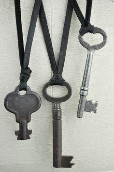 Unique Skeleton Key Necklace by Jondie.com