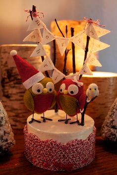 Sweet Christmas birds - would be amazing as a cake too