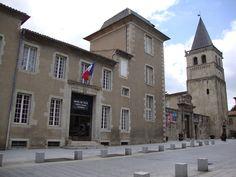 Castres --   (Tarn) Hotel de ville et musée