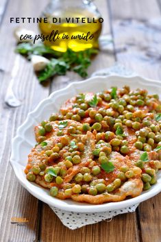 Veal slices with stewed peas-Fettine di vitello con piselli in umido Veal slices with stewed peas - Beef Skillet Recipe, Skillet Recipes, Meat Recipes, Healthy Recipes, Best Italian Recipes, Tortellini, Ground Beef, Food And Drink, Lunch