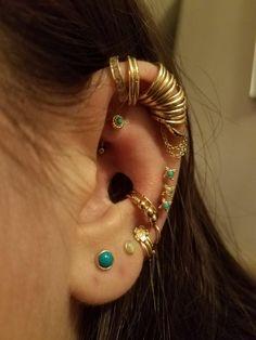 Jewelry Kpop, Ear Jewelry, Body Jewelry, Jewelry Accessories, Pretty Ear Piercings, Piercing Tattoo, Bling, Jewels, Earrings