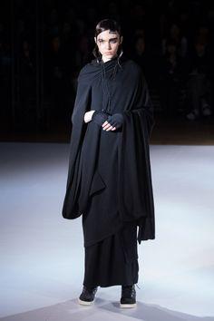 ヨウジヤマモト 2015-16年秋冬コレクション - 着付けの美、工事中からヒントを得たドレスの写真44