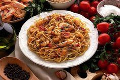 """Quando si parla di """"sapore del mare"""" ecco che sbuca la ricetta della pasta con i gamberetti ed i ricci di mare.  Ingredienti per 4 person"""