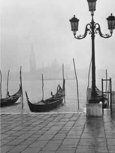 Dmitri Kessel: Moored gondolas on a foggy Grand Canal with Santa Maria della Salute Church in the background. Venice, Italy, 1952 (via themysteryoflife) Black White Photos, Black And White Photography, Matt Hardy, Grand Canal, Skyline, Photo B, Monochrom, Venice Italy, Venice Map