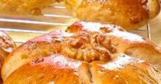 大好きなクルミ!いっぱい入れます!  蜂蜜と牛乳でふんわり♪しっとり♪  噛めば噛むほどに味わえるクルミパンです♡