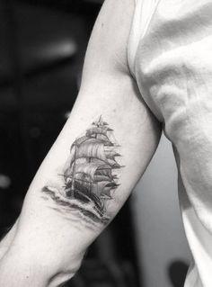 Old+school+ship+by+Doctor+Woo for men 80 Ridiculously Cool Tattoos For Men - TattooBlend Tattoos Arm Mann, Body Art Tattoos, Sleeve Tattoos, Arrow Tattoos, Tatoos, Sea Tattoo, Ocean Tattoos, Tattoo Ship, Navy Tattoos