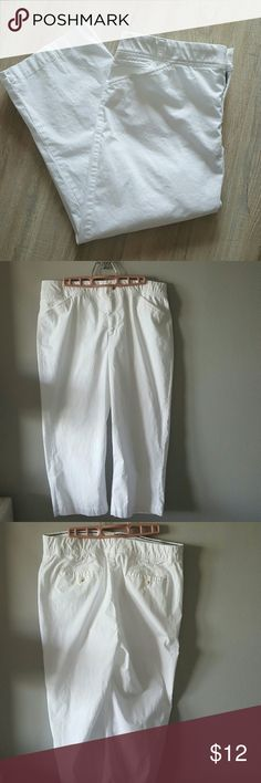 White crop pants Size 14 Christopher and Banks Excellent condition! Very comfortable! Christopher & Banks Pants Ankle & Cropped
