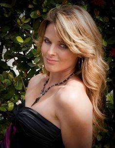 Bilderesultat for lisa kelly Ice Road Truckers Lisa, Lisa Kelly Trucker, Fallon Taylor, Women In Music, Trucks And Girls, Pin Up Girls, Hot Girls, Beautiful Women, Celebrities