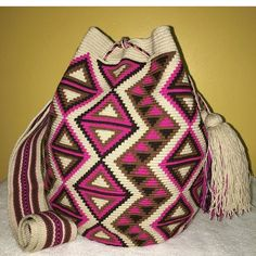 """31 Likes, 1 Comments - Wayuu Bags mochila Bags (@wayuuchilabags) on Instagram: """"SOLD #wayuubags #chilabags #mochilabags #beach #bohochic #summerbags #beachbags #가방 콜롬비아 북부와…"""""""