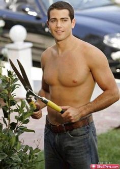 hot gardener on desperate housewives and aka John Tucker as well ahh miss Desperate Housewives!