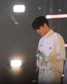 "OMGSeongwu🔥 di Instagram ""190127 Therefore Day 4 @osw_onge ... 잘 했어. ❤ #WannaOne #ong #ongseongwu #ongseongwoo #kuanlin #Kangdaniel #parkjihoon #woojin…"" Ong Seung Woo, Missing You So Much, Kim Jaehwan, My Destiny, Ha Sungwoon, Incheon, Seong, Asian Men, Jinyoung"