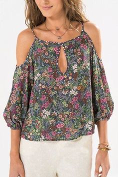 Pretty off the shoulder floral top Blouse Styles, Blouse Designs, Fashion Outfits, Womens Fashion, Casual Chic, Casual Looks, Chiffon Tops, Designer Dresses, Ideias Fashion