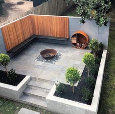 Hinterhof Patio Herd Ideen, Holzlager und Bank mit schönen Abstellgleis # Abstellgleis Backyard patio stove ideas, wood storage and bench with beautiful siding # siding, yard # Ideas # Small Garden Design, Small Space Gardening, Small Gardens, Outdoor Gardens, Modern Patio Design, Modern Pergola, Garden Ideas For Small Spaces, Modern Garden Design, House Garden Design