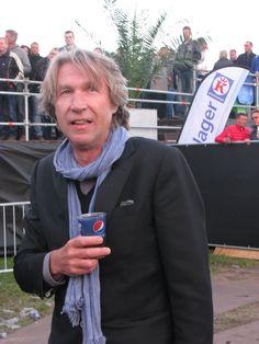 Frank Boeyen kijkt ook naar het optreden van Status Quo.