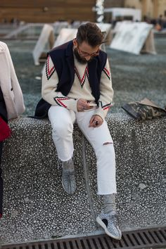 The best looks photographed in the streets of Florence during Pitti Uomo 89.
