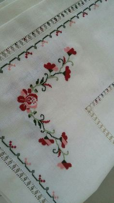 This Pin was discovered by Hav Easy Cross Stitch Patterns, Cross Stitch Borders, Simple Cross Stitch, Cross Stitch Rose, Cross Stitch Flowers, Cross Stitch Designs, Cross Stitch Embroidery, Hand Embroidery, Embroidery Designs