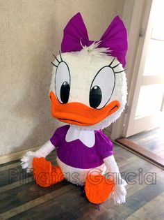 Piñata Baby Daisy Duck!