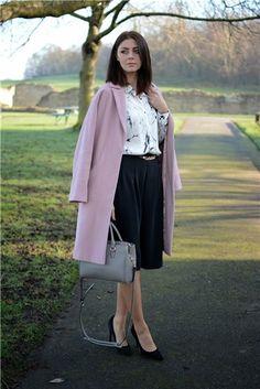 La mejor moda bloguera de la semana: Rosa Pastel. Abrigo de paño, falda, blusa y tacones