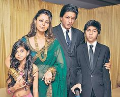 Shahrukh Khan with wife Gauri, son Aryan and daughter Suhana