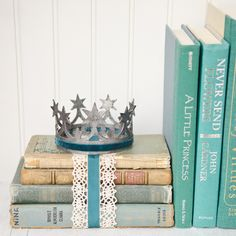 DIY Distressed Crown and Bookshelf Propping Idea