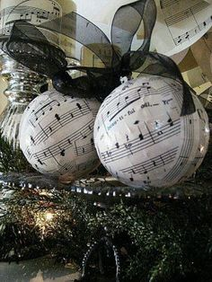 Music sheet ornaments! Maybe I'll put a music tree in my room this year.