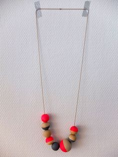 DIY necklace with wooden balls nonsolofood.com